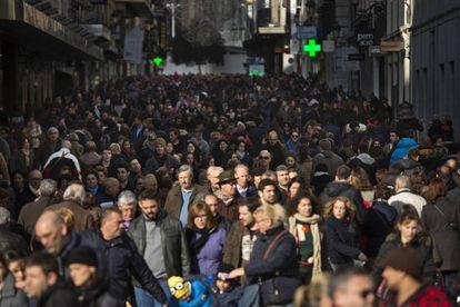 Calle de Preciados llena de gente.