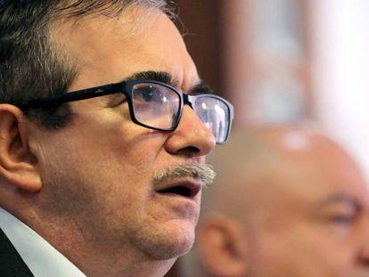 El líder del partido FARC, Rodrigo Londoño, 'Timochenko'. En vídeo, el anuncio de las autoridades colombianas sobre el intento de atentado.