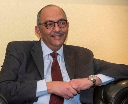 El embajador de Egipto en España, Omar Selim, durante la entrevista.