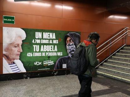 Cartel electoral de Vox en la estación de cercanías de Sol, el 21 de abril, en Madrid.