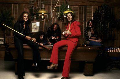 Ian Paice, Glenn Hughes, David Coverdale, Tommy Bolin (de rojo) y Jon Lord. Deep Purple en 1975.