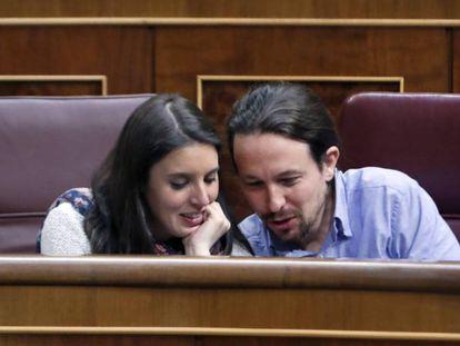 Irene Montero y Pablo Iglesias en el Congreso. JAVIER LIZÓN EFE