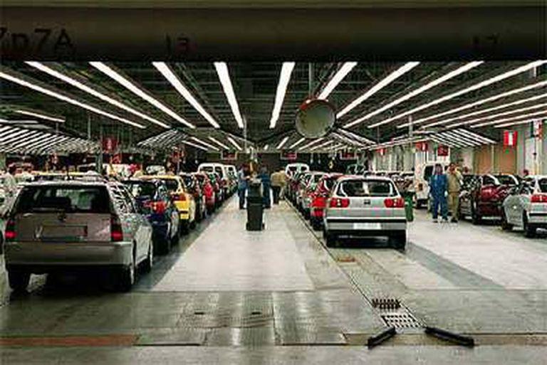 Interior de la fábrica Seat en Martorell, con antiguos Ibiza, en una imagen de archivo
