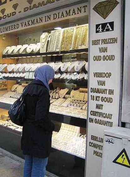 Karima Bouziani, en el barrio de los diamantes de Amberes.