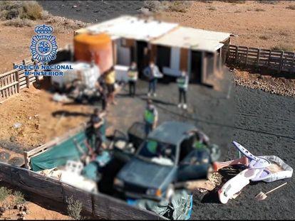 Imagen facilitada por la Policía Nacional de uno de los registros realizados en Lanzarote en la Operación Hydra.