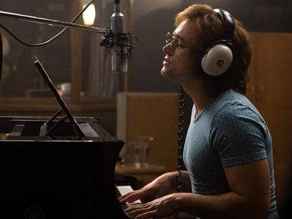 Taron Egerton interpreta a Elton John en 'Rocketman'. En vídeo, traíler de 'Rocketman'.