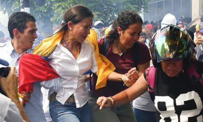 María Corina Machado abandona la concentración.