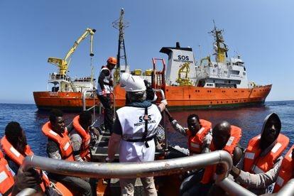 Rescate con el barco 'Aquarius', el 24 de mayo de 2016 frente a la costa libia.