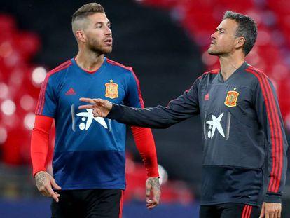 FOTO: Sergio Ramos y Luis Enrique, en un entrenamiento en Wembley. / VÍDEO: Declaraciones de Luis Enrique tras el partido.