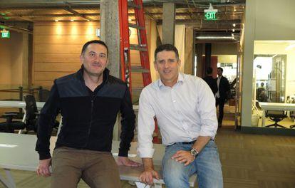 Álex Torres, izquierda, y Nir Erez, directivos de la aplicación Moovit.