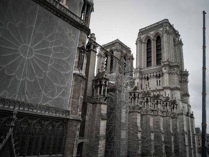 Una imagen de la catedral de Notre Dame tomada este 15 de octubre de 2019, donde se aprecian las redes protectoras de las obras de restauración.