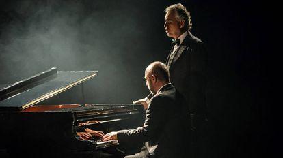 Andrea Bocelli en un fotograma de la película de Michael Radford, 'La música del silencio'