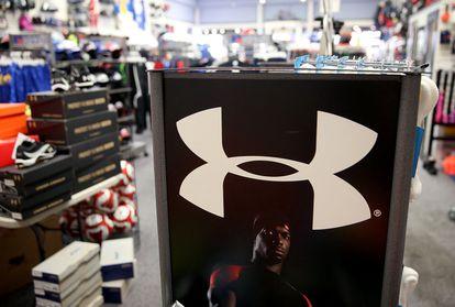 Logo de Under Armour en una tienda de San Rafael, California, en 2015.