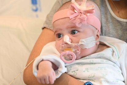 La pequeña Naiara tras el transplante.