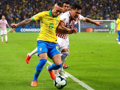 Everton, durante el partido ante Paraguay.