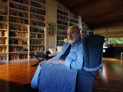 El editor e historiador Gonzalo Pontón, en el despacho de su casa.