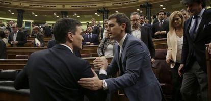 Pedro Sánchez y Albert Rivera, el viernes en el Congreso.