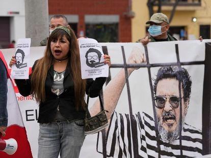 Un grupo de personas recuerda a las víctimas de Abimael Guzmán, en Lima, Perú, el pasado 11 de septiembre.