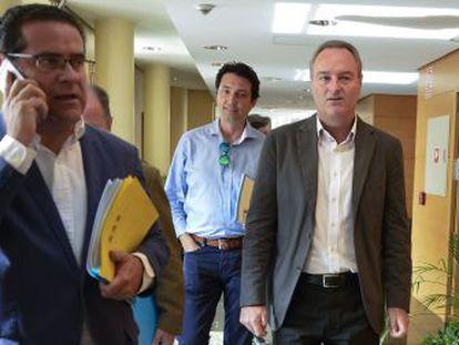 El viceportavoz del Grupo Popular, Jorge Bellver, con el portavoz Alberto Fabra, y el secretario Vicente Betoret.