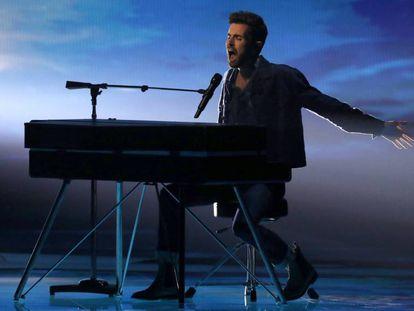 Duncan Laurence, el representante de Holanda, durante su actuación en el Festival de Eurovisión.