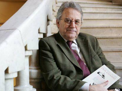 Santos Juliá, durante la presentación de su libro 'Historia de las dos Españas', en el Círculo de Bellas Artes de Madrid en 2004.