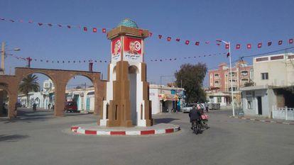 Moumento en la Plaza de los martires de Redeyef, con fotos de los caidos en las revueltas de 2008 y 2011.