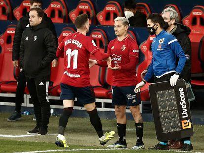 Chimy Ávila entra este sábado en el campo de El Sadar en sustitución de Kike Barja.