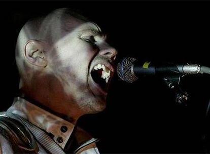 El lider del grupo estadounidense Smashing Pumpkins, Billy Corgan, durante el concierto que han ofrecido en la primera jornada del festival de música Primavera Sound