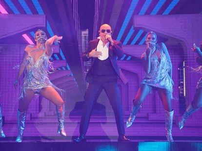 Pitbull actuando en el BB&T Center, en Sunrise, Florida, en la ceremonia de los Latin American Music Awards.
