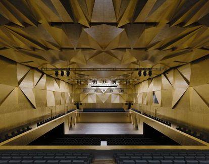 Interior del edificio de la filarmonica que se impuesto en los premios europeos de arquitectura.