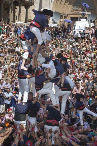 La caída de los Xiquets del Serrallo, ayer en Tarragona.