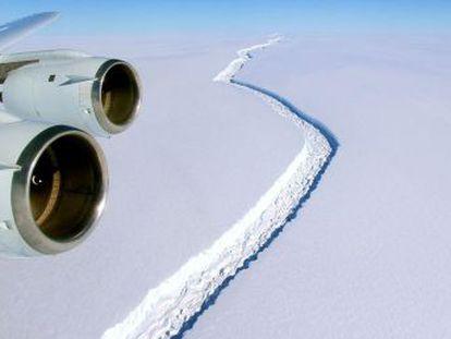El bloque de hielo, como 10 veces la ciudad de Madrid, pende de un hilo en la Antártida