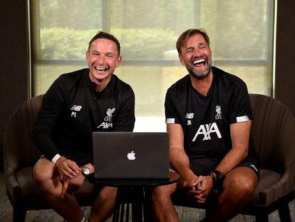 Lijnders y Klopp posan durante una entrevista el pasado verano en Indiana (EE UU).
