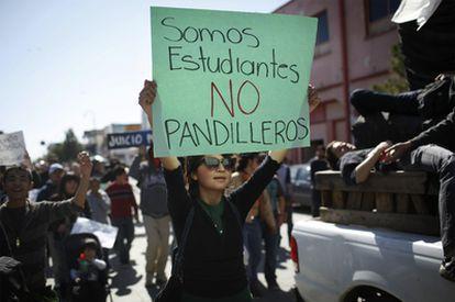 Unas 2.000 personas participan en una marcha en recuerdo de los 15 jóvenes asesinados el 31 de enero
