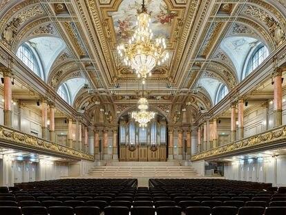 La Tonhalle de Zúrich ha recuperado con la restauración todo el esplendor de su decoración original.