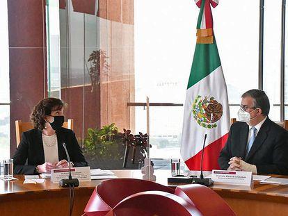 El canciller mexicano, Marcelo Ebrard, y la coordinadora de la Frontera Sur de la Casa Blanca Roberta Jacobson, este martes en Ciudad de México.