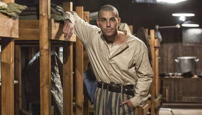 Mario Casas en el rodaje de la película 'El fotógrafo de Mauthausen' dirigida por Mar Targarona.