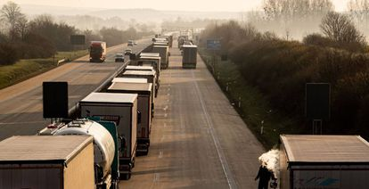 Camiones en un atasco en la autopista A4 cerca de Bautzen, Alemania.