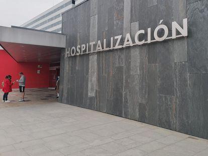 Entrada del Hospital Central Universitario de Asturias.