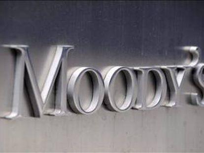 Moody's baja la perspectiva de la banca española