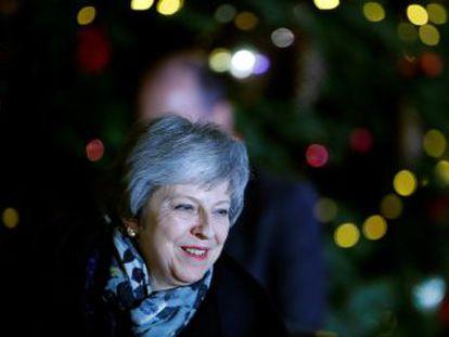La primera ministra británica retiene el liderazgo de su partido con un tercio de los diputados en contra
