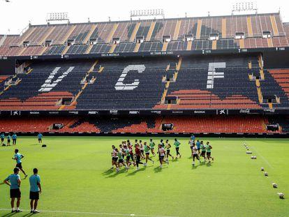 El Valencia se entrenó este jueves en Mestalla.