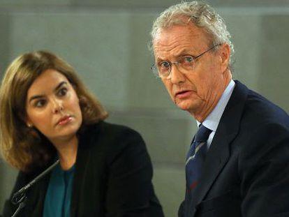 La vicepresidenta Soraya Sáenz de Santamaría y el ministro de Defensa, Pedro Morenés.