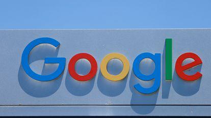El logo de Google en la sede que la compañía tiene en Irvine, California.