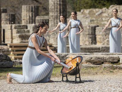 Ceremonia de encendido de la antorcha olímpica de los Juegos de Tokio en la antigua Olimpia (Grecia).  COI 19/03/2020