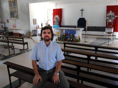 El padre Pepe Di Paola en la parroquia de villa La Cárcova.