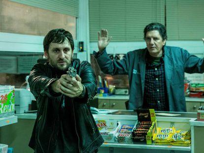 Raúl Arévalo y Antonio Dechent, en 'El aviso'.
