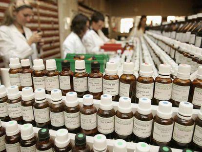 Productos homeopáticos en una tienda.