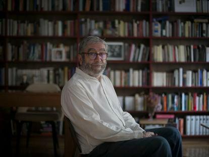 Antonio Muñoz Molina, fotografiado el viernes, en su vivienda de Madrid.