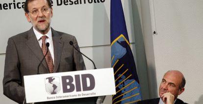Mariano Rajoy y Luis de Guindos, en la inauguración de la sede del Banco Interamericano de Desarrollo (BID).